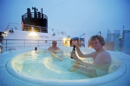《游轮上的温泉浴》